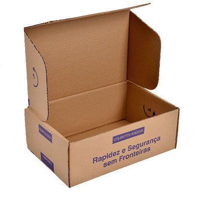 Caixa de papelão com logo